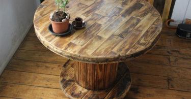Carretel de madeira decorado